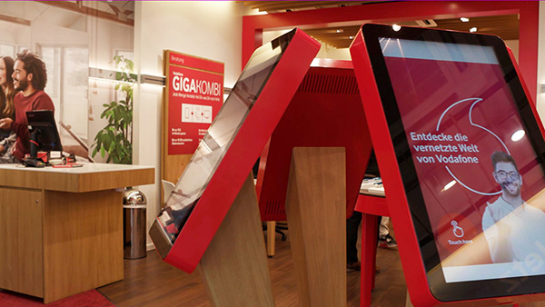 Vodafone tests interactive consulting experiences at POS with multitouch systems by eyefactive