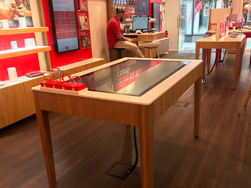 Vodafone tests interactive consulting at selected stores with multitouch apps